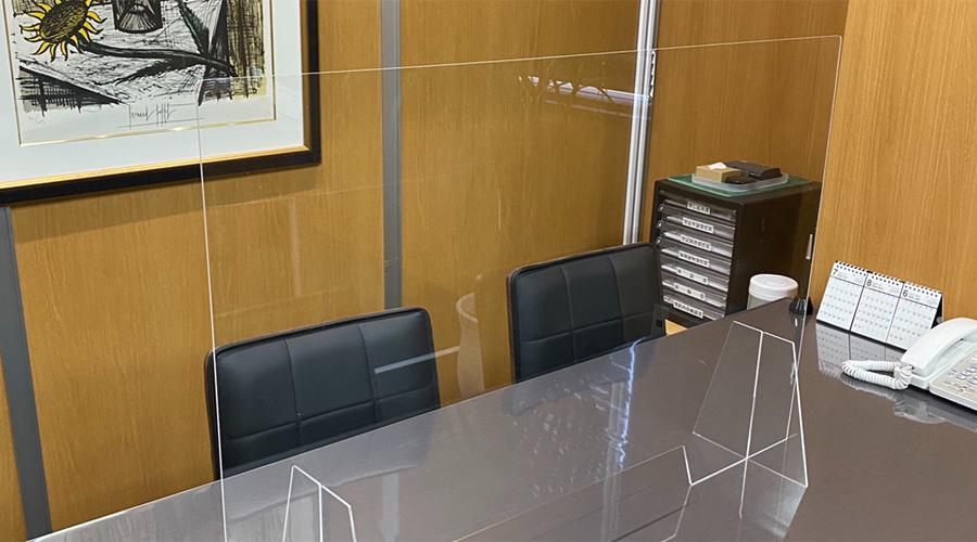 接客室のアクリル板設置2